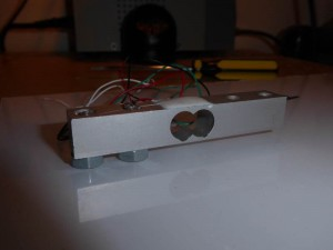 Load cell mounting on the Plexiglass using two nuts as spacers.